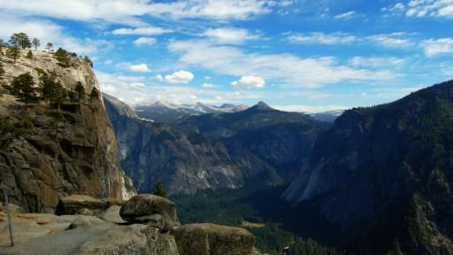 Blick auf das Yosemite Valley von den Upper Yosemite Falls aus